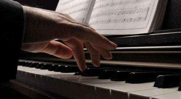 """""""musisi di parlemen? selama benar-benar tidak  terkooptasi banyak kepentingan, silakan saja!"""""""
